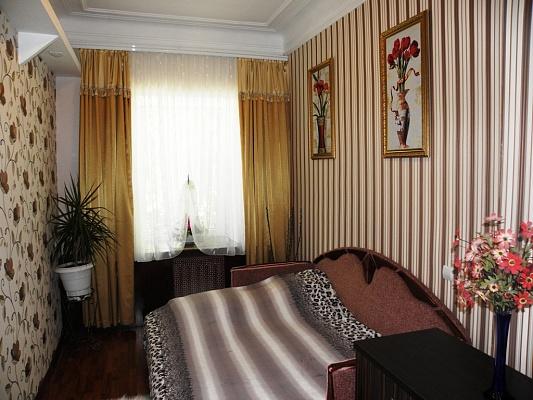 3-комнатная квартира посуточно в Евпатории. Горького, 7. Фото 1