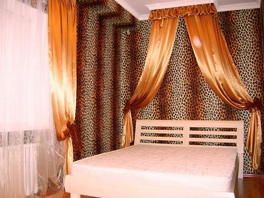 2-комнатная квартира посуточно в Донецке. Ворошиловский район, ул. Челюскенцев, 14. Фото 1