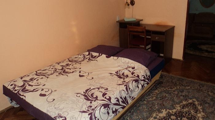 2-комнатная квартира посуточно в Ужгороде. ул. Таможенная, 25. Фото 1