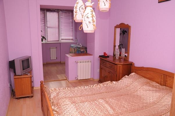 2-комнатная квартира посуточно в Бердянске. Бердянск, Бердянск, ул. Карла Маркса,, 17, 17. Фото 1