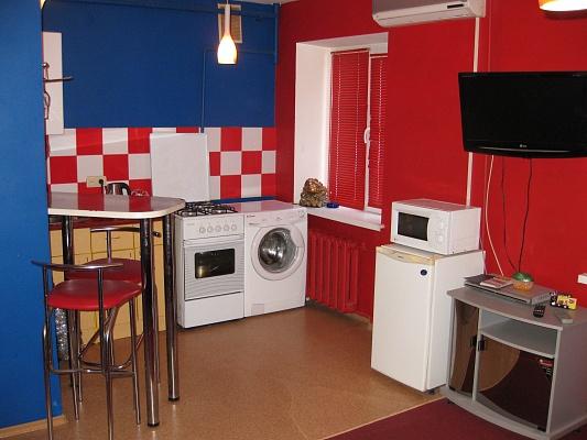 1-комнатная квартира посуточно в Чернигове. Деснянский район, пр-т Мира, 35а. Фото 1