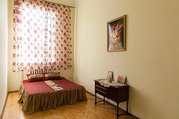 2-комнатная квартира посуточно в Львове. Галицкий район, ул. Валова, 21. Фото 1