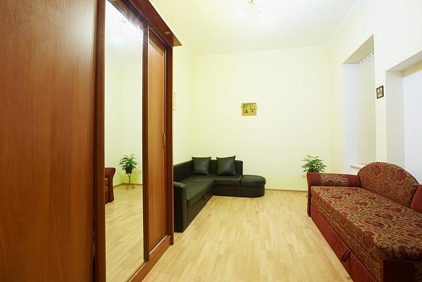 1-комнатная квартира посуточно в Львове. Галицкий район, ул. Дорошенка, 35. Фото 1
