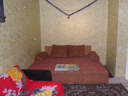 1-комнатная квартира посуточно в Мариуполе. ул. Энгельса, 35а. Фото 1