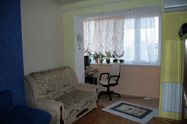 1-комнатная квартира посуточно в Севастополе. Ленинский район, ул. Коммунистическая, 15. Фото 1