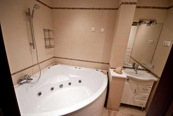 2-комнатная квартира посуточно в Донецке. Ворошиловский район, ул. Красноармейская, 9. Фото 1