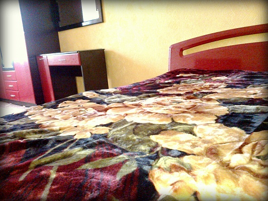 2-комнатная квартира посуточно в Сумах. Ковпаковский район, ул. Рабочая, 84. Фото 1