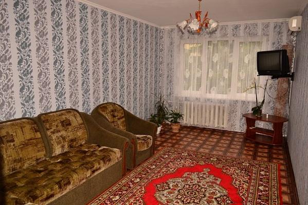 2-комнатная квартира посуточно в Алуште. ул. Октябрьская, 29. Фото 1