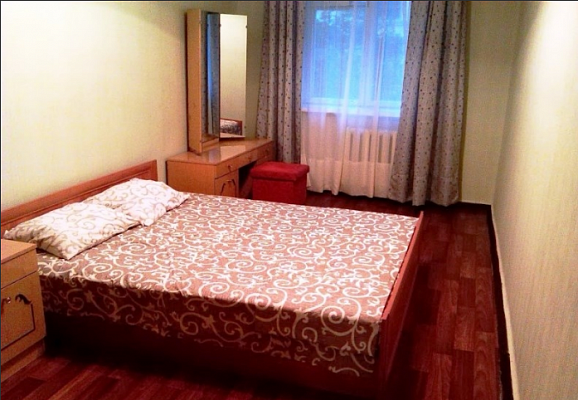 3-комнатная квартира посуточно в Полтаве. Октябрьский район, ул. Парижской Коммуны, 2. Фото 1