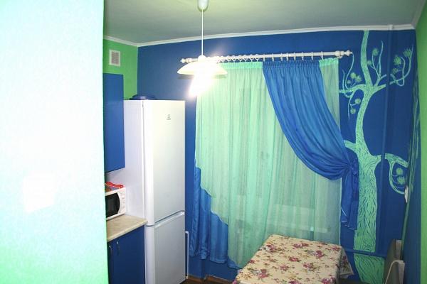 2-комнатная квартира посуточно в Донецке. Калининский район, ул. Антипова, 4. Фото 1