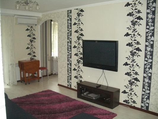 1-комнатная квартира посуточно в Мариуполе. б-р Приморский, 1. Фото 1