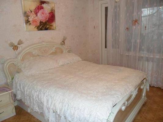 2-комнатная квартира посуточно в Севастополе. Гагаринский район, ул. Корчагина. Фото 1