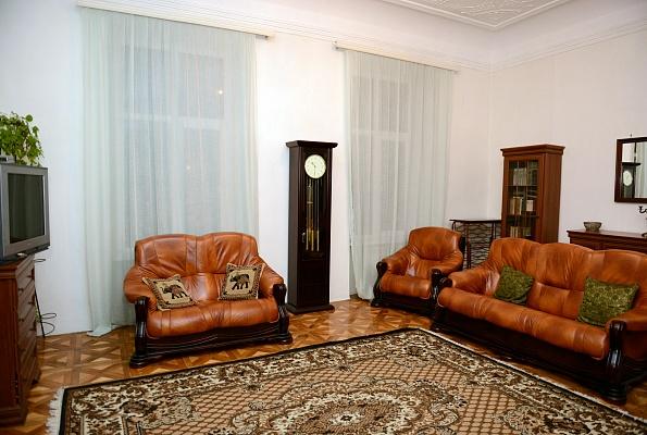 2-комнатная квартира посуточно в Львове. Галицкий район, ул. Гнатюка, 5. Фото 1