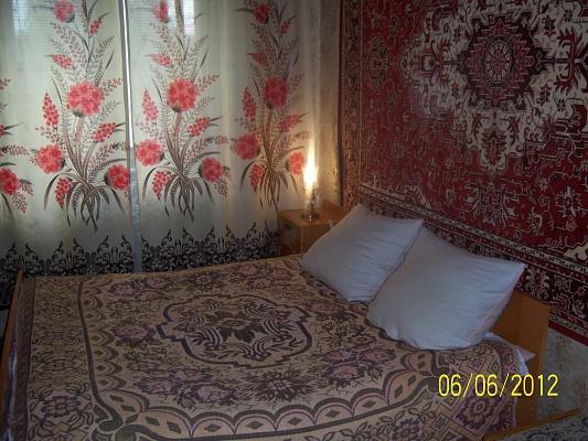 3-комнатная квартира посуточно в Чернигове. Деснянский район, ул. Рокоссовского, 14. Фото 1