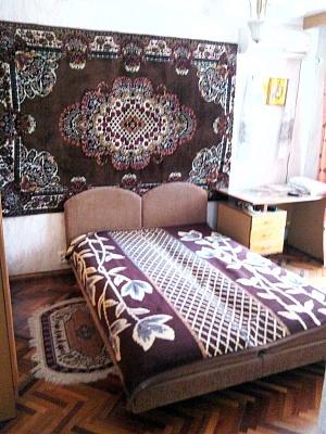 3-комнатная квартира посуточно в Бердянске. Свердлова, 10. Фото 1