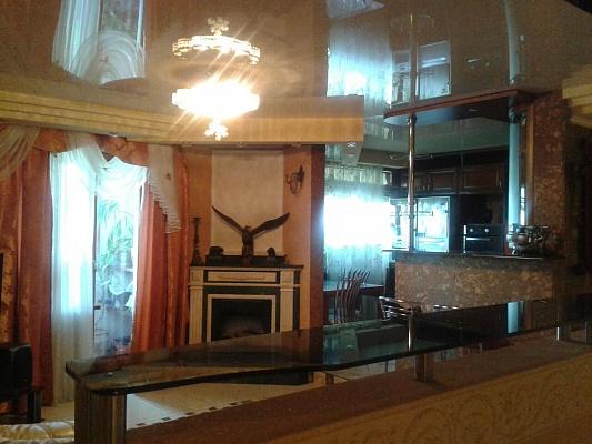 2-комнатная квартира посуточно в Донецке. Калининский район, пр-т Ильича, 36. Фото 1