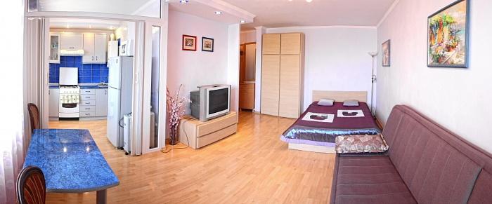 1-комнатная квартира посуточно в Севастополе. Ленинский район, ул. Советская, 46. Фото 1