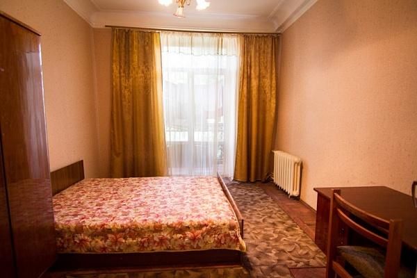 2-комнатная квартира посуточно в Днепропетровске. Бабушкинский район, ул. В.Мономаха (Московская), 22. Фото 1