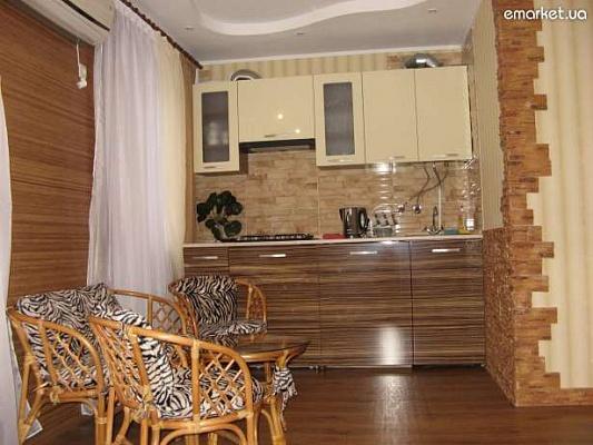1-комнатная квартира посуточно в Запорожье. Орджоникидзевский район, пр-т Соборный, 141а. Фото 1