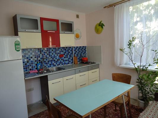 2-комнатная квартира посуточно в Симферополе. Центральный район, ул. Cамокиша, 4. Фото 1