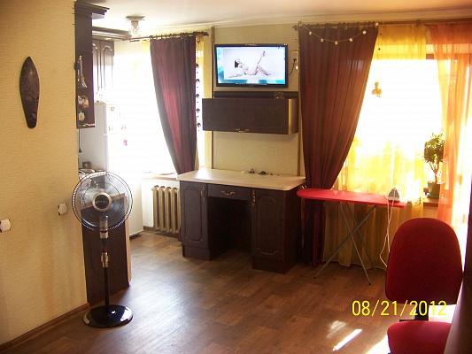 1-комнатная квартира посуточно в Николаеве. Заводской район, ул. Белая, 67. Фото 1