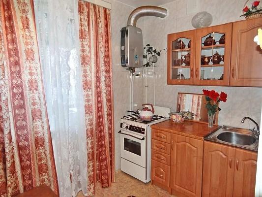 1-комнатная квартира посуточно в Феодосии. б-р Старшинова,  21. Фото 1