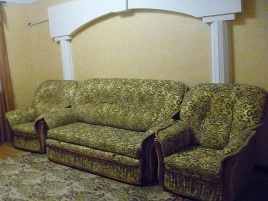 2-комнатная квартира посуточно в Днепропетровске. Кировский район, ул. Привокзальная, 3. Фото 1