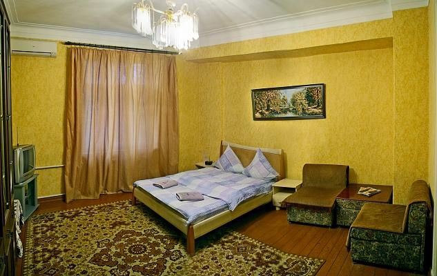 2-комнатная квартира посуточно в Запорожье. Орджоникидзевский район, ул. Сталеваров, 7. Фото 1