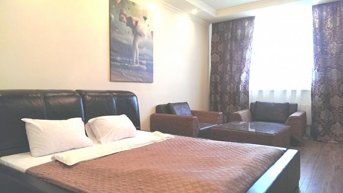 2-комнатная квартира посуточно в Киеве. Дарницкий район, пр-т Бажана, 8-Б. Фото 1