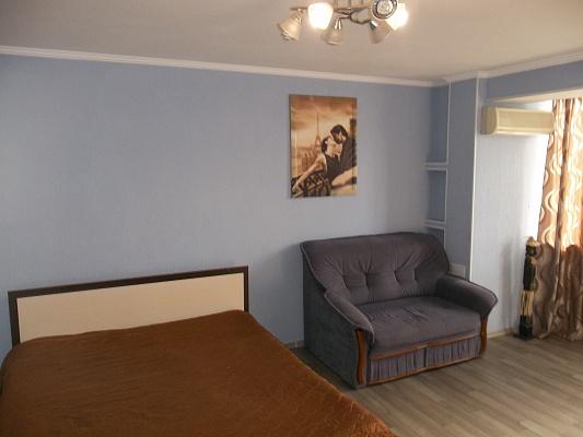 1-комнатная квартира посуточно в Черкассах. ул. Парижской Коммуны, 37. Фото 1