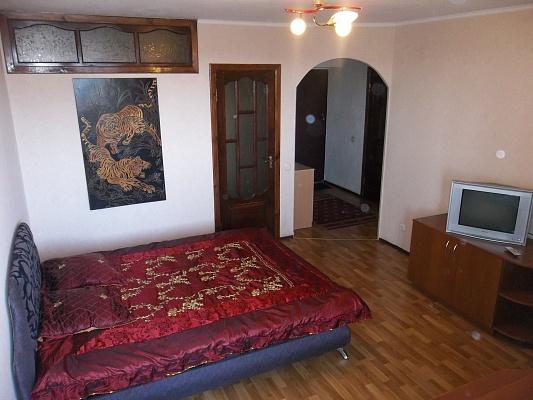 2-комнатная квартира посуточно в Черкассах. ул. Б. Хмельницкого, 52. Фото 1