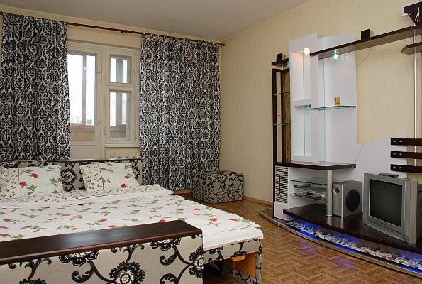 1-комнатная квартира посуточно в Киеве. Дарницкий район, ул.Вишняковская, 17. Фото 1