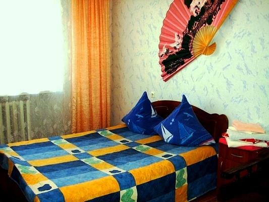 2-комнатная квартира посуточно в Сумах. Заречный район, ул. Петропавловская, 68. Фото 1