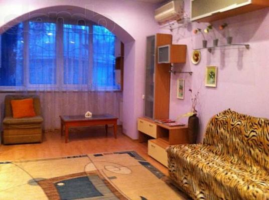 2-комнатная квартира посуточно в Днепропетровске. Бабушкинский район, ул. Центральная, 2/4. Фото 1