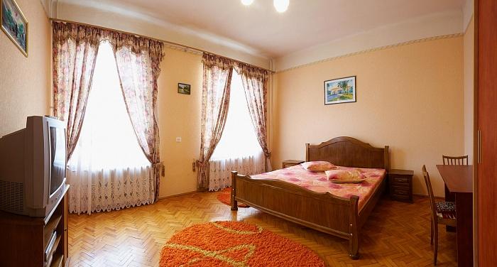 1-комнатная квартира посуточно в Львове. Галицкий район, пр-т Свободы, 1. Фото 1