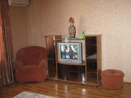 1-комнатная квартира посуточно в Севастополе. Гагаринский район, пр-т Октябрьской революции, 22\5. Фото 1