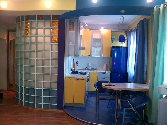 2-комнатная квартира посуточно в Киеве. Шевченковский район, ул. Белорусская , 17а. Фото 1