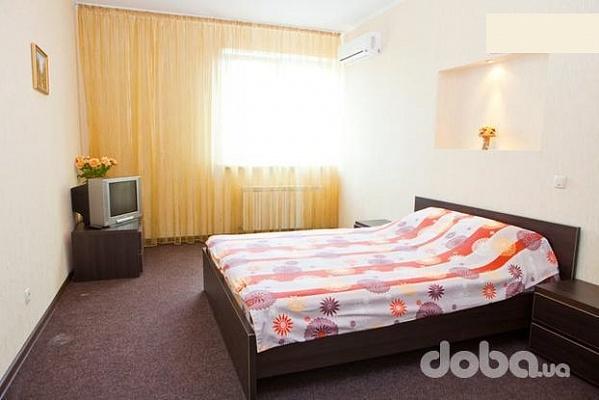 2-комнатная квартира посуточно в Киеве. Дарницкий район, ул. Мишуги, 8. Фото 1