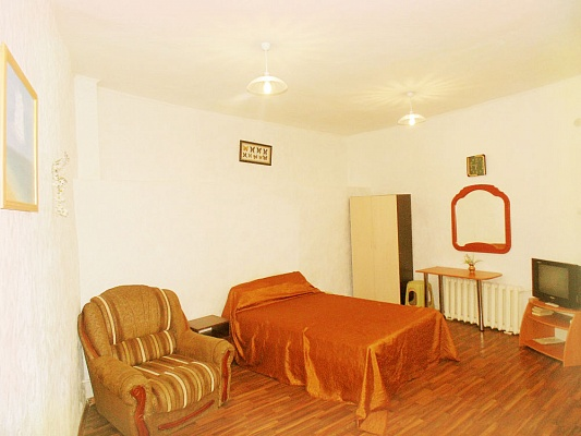 1-комнатная квартира посуточно в Евпатории. ул. Назаровская, 7. Фото 1