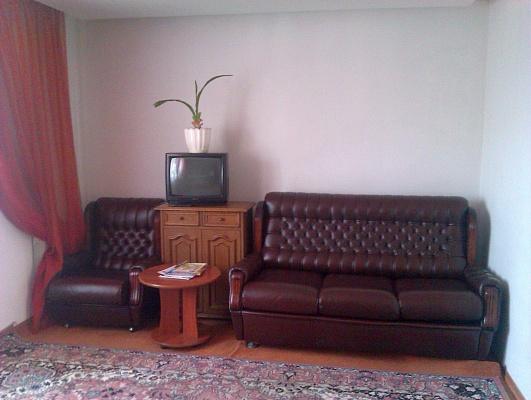 1-комнатная квартира посуточно в Хмельницком. ул. Пилипчука, 36. Фото 1