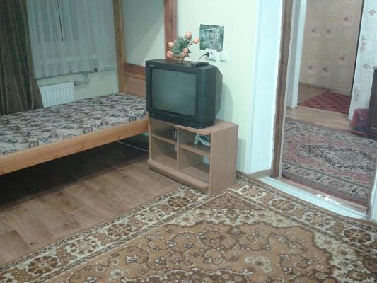 2-комнатная квартира посуточно в Умани. ул. Пушкина, 38. Фото 1