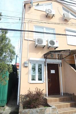 Дом  посуточно в Одессе. Суворовский район, ул. Черноморского Казачества, 110. Фото 1