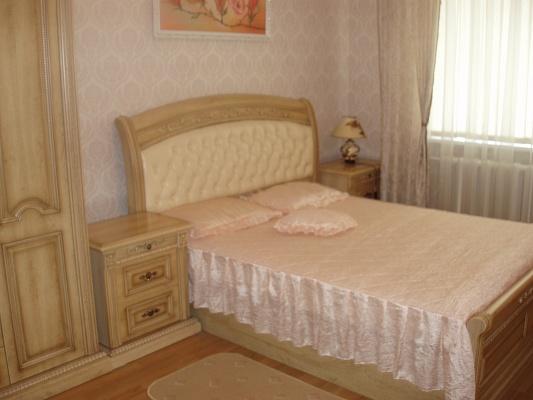 2-комнатная квартира посуточно в Севастополе. Гагаринский район, пр-т Окт.Революции, 21. Фото 1