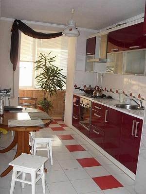 3-комнатная квартира посуточно в Евпатории. ул. Демышева, 119. Фото 1