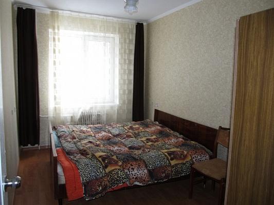 2-комнатная квартира посуточно в Днепропетровске. Амур-Нижнеднепровский район, пр. Л.Мокиевской, 20. Фото 1