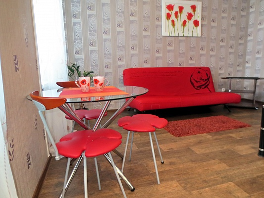 2-комнатная квартира посуточно в Черкассах. ул. Митницкая (Пионерская), 16. Фото 1