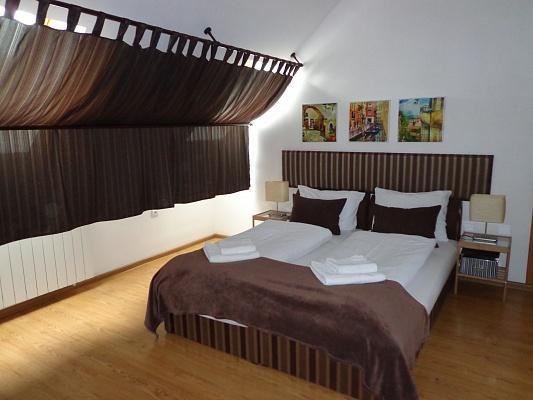 2-комнатная квартира посуточно в Ужгороде. ул. Довженко, 14. Фото 1