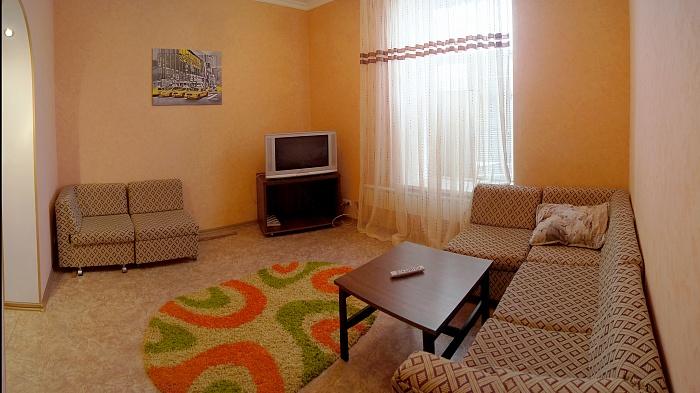 2-комнатная квартира посуточно в Сумах. Заречный район, ул. Воскресенская, 10. Фото 1