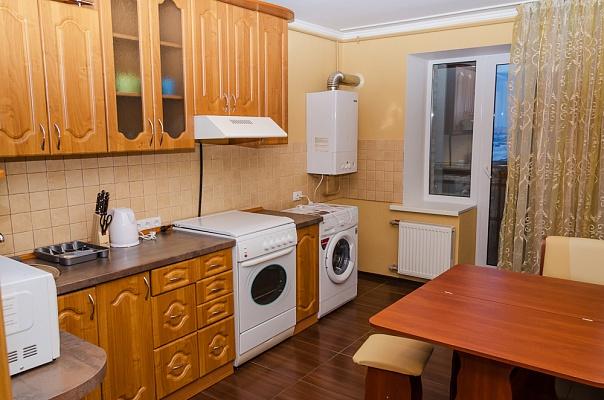 2-комнатная квартира посуточно в Сумах. Ковпаковский район, ул. Киевская, 27. Фото 1