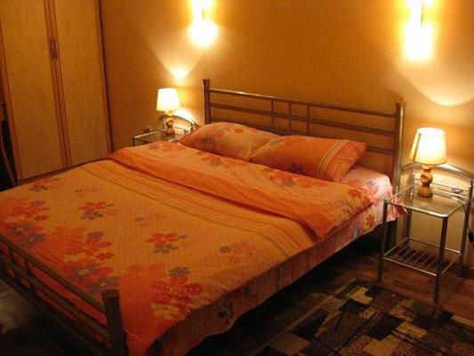 1-комнатная квартира посуточно в Мариуполе. ул. Строителей, 84. Фото 1